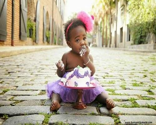 Bébé africain fille drôle