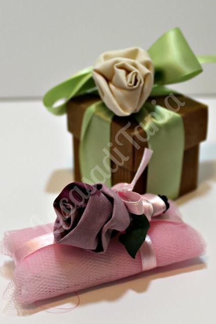 bomboniere con rosa in stoffa