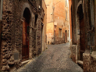 Ruas, Becos e Vielas. Tivoli3+Medieval