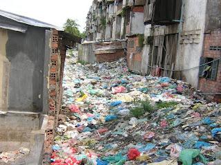 White Building Garbage Phnom Penh Casa de taxigirl