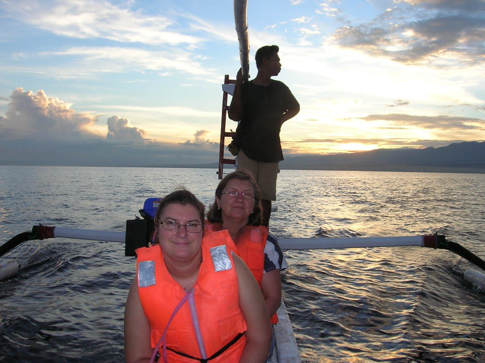 Navegando en  Lovina, Isla de Bali,Indonesia, vuelta al mundo, round the world, La vuelta al mundo de Asun y Ricardo