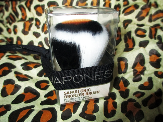 Japonesque's wild Safari Chic kabuki brush review!