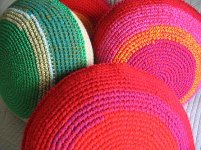 almohadones tejidos 5 - Trucos para decorar con almohadones tejidos crochet...