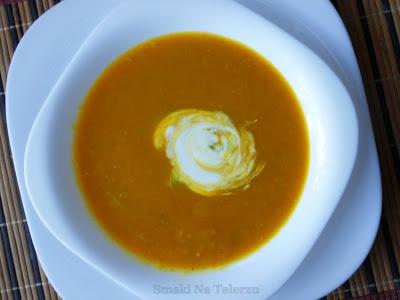 pikantna zupa z dyni z soczewicą