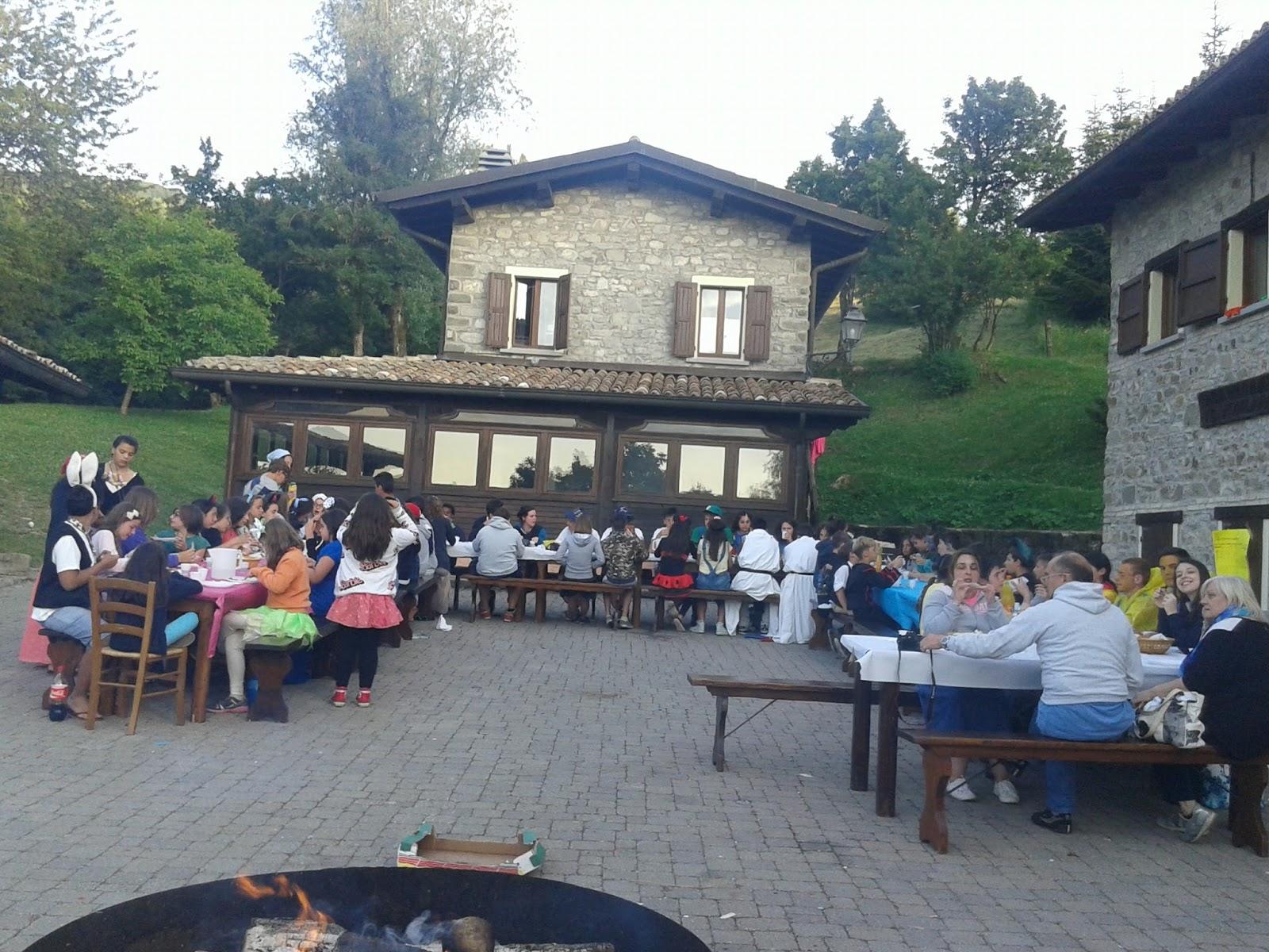 Oratori santa maria degli angeli campeggino 2015 a tavola con gli amici - La tavola rotonda santa maria degli angeli ...