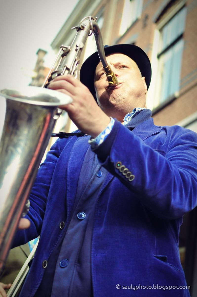 Street musician at the Spiegelstraat, Amsterdam