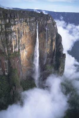 gambar air terjun tertinggi di dunia, foto pemandnagan alam menakjubkan, lukisan sang pencipta alam