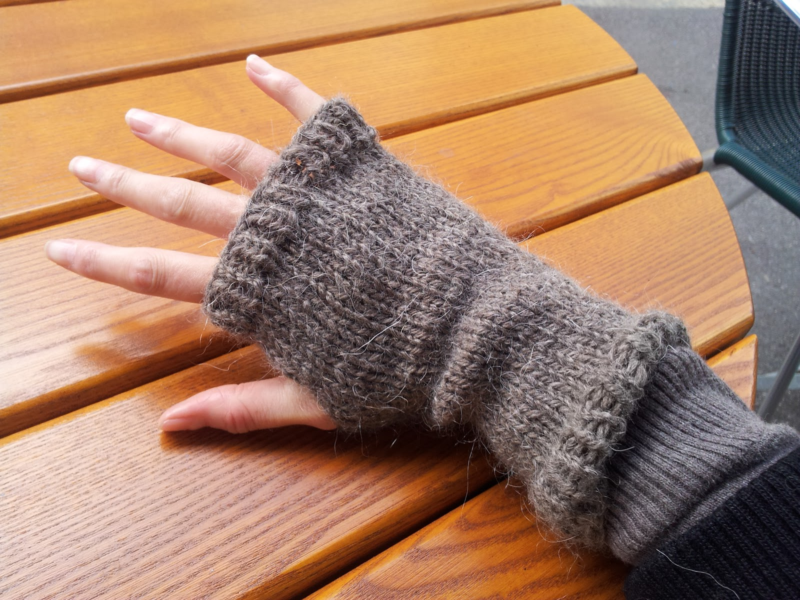 Wrist Warmers Knitting Pattern : Roving Around Crafts: Rustic-style hand knitted wrist warmers