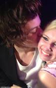 Harry Styles asiste a cumpleaños de una fan