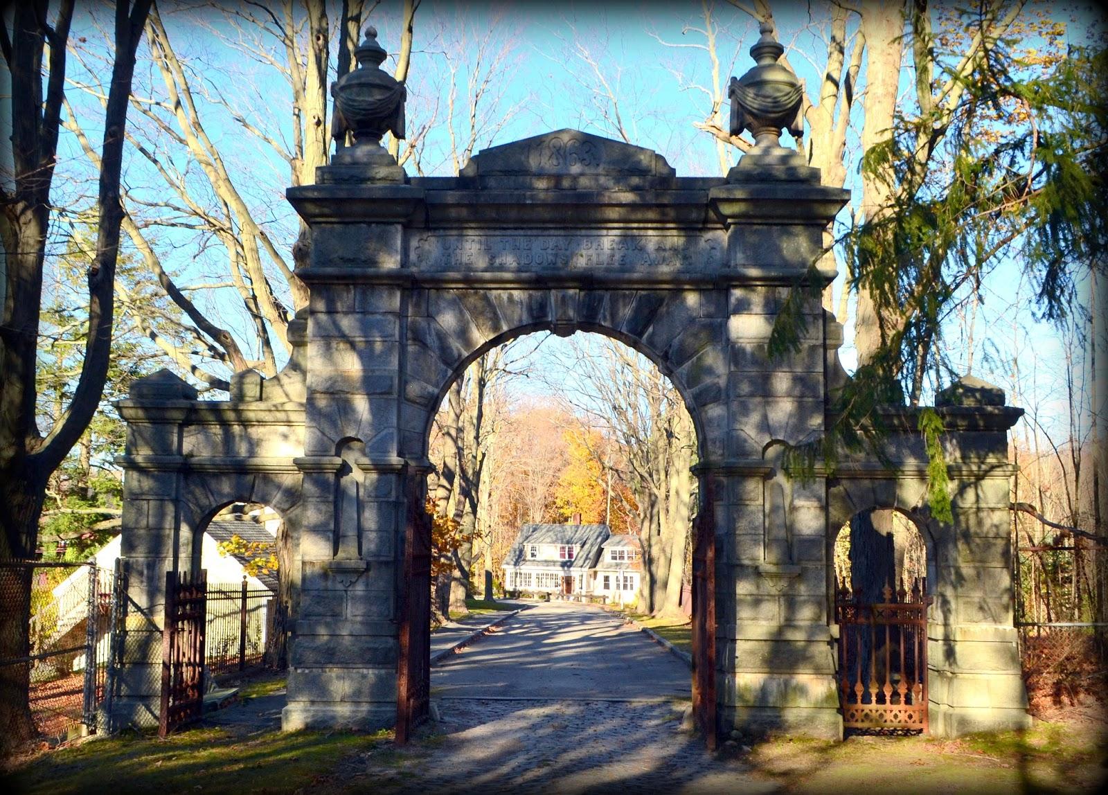 oak hill cemetery, newburyport, iron gate, granite, gate, shadow