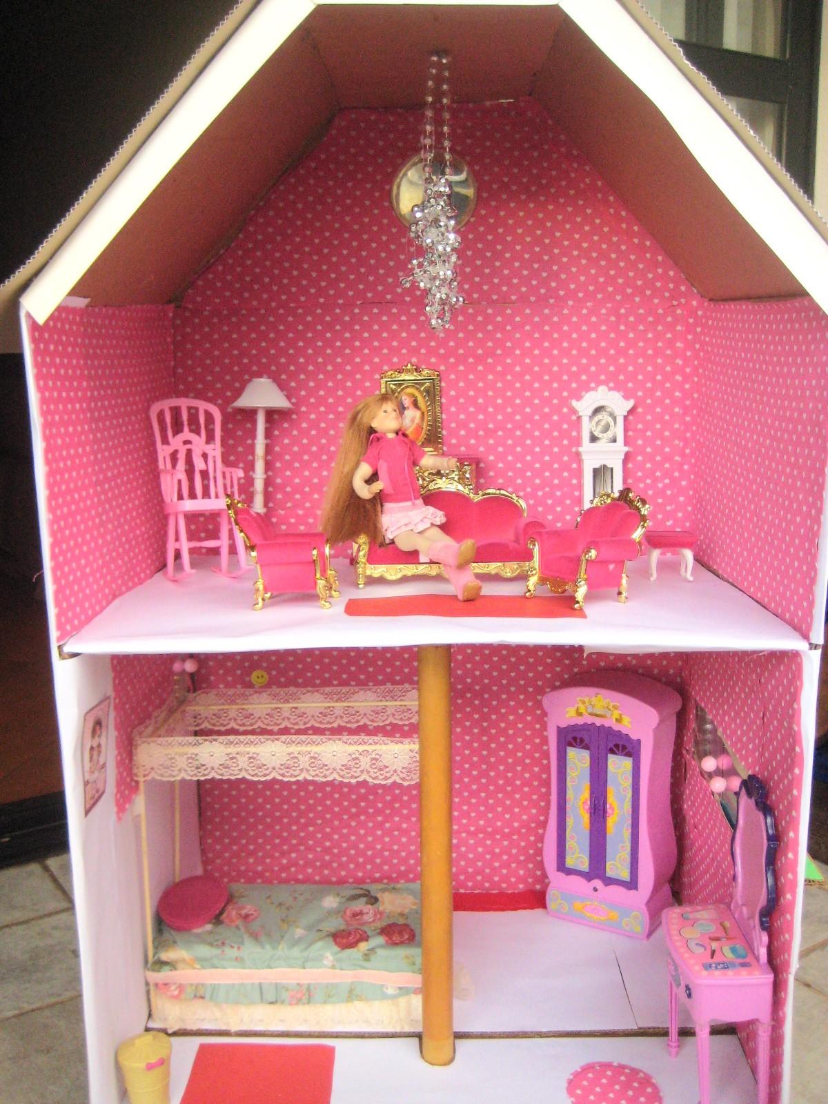 retalhos de tecido contas e uma caixa de papelão achada no lixo #A85D23 1200x1600 Banheiro Da Barbie De Papelão