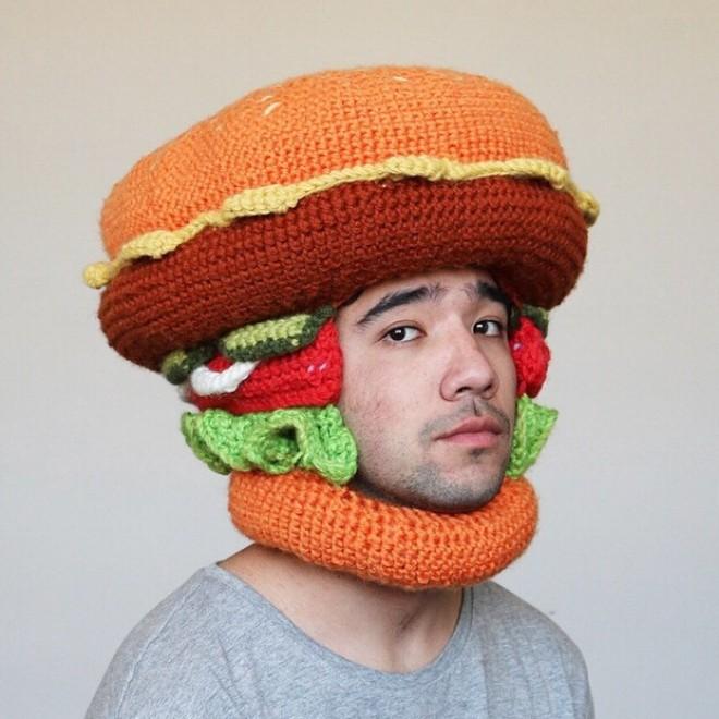 Cappello Hmburger, un cappello che sicuramente mantiene al caldo il viso!