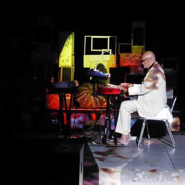 Hans Joachim Roedelius (avec Tim Story) live @ More Ohr Less Festival 2014 / photo S. Mazars