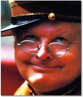 ... do Benny Hill