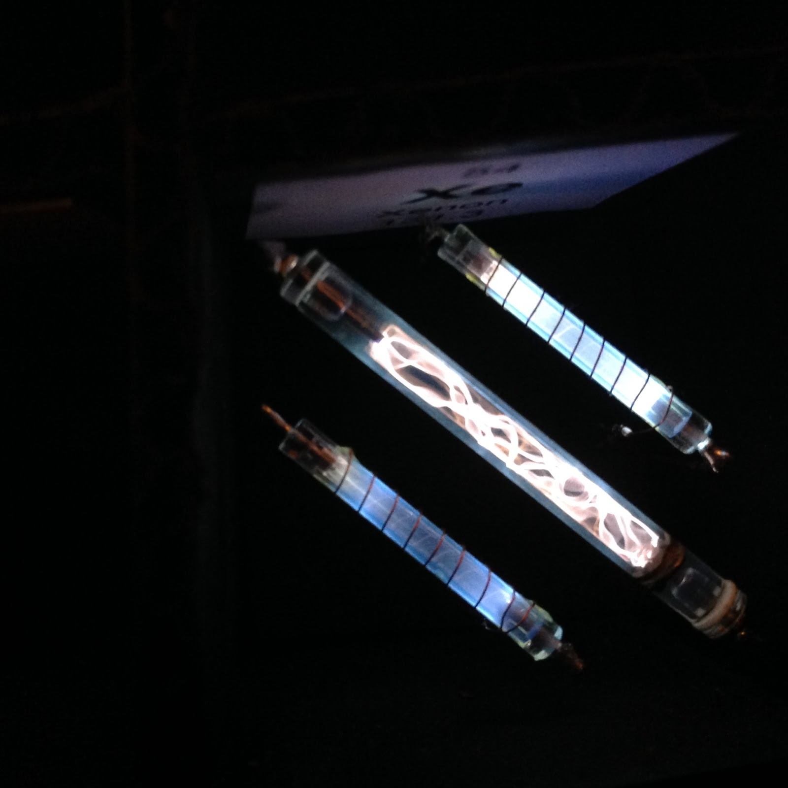 Science with screens experiment 40 glowing xenon plasma tubes img1524g gamestrikefo Image collections