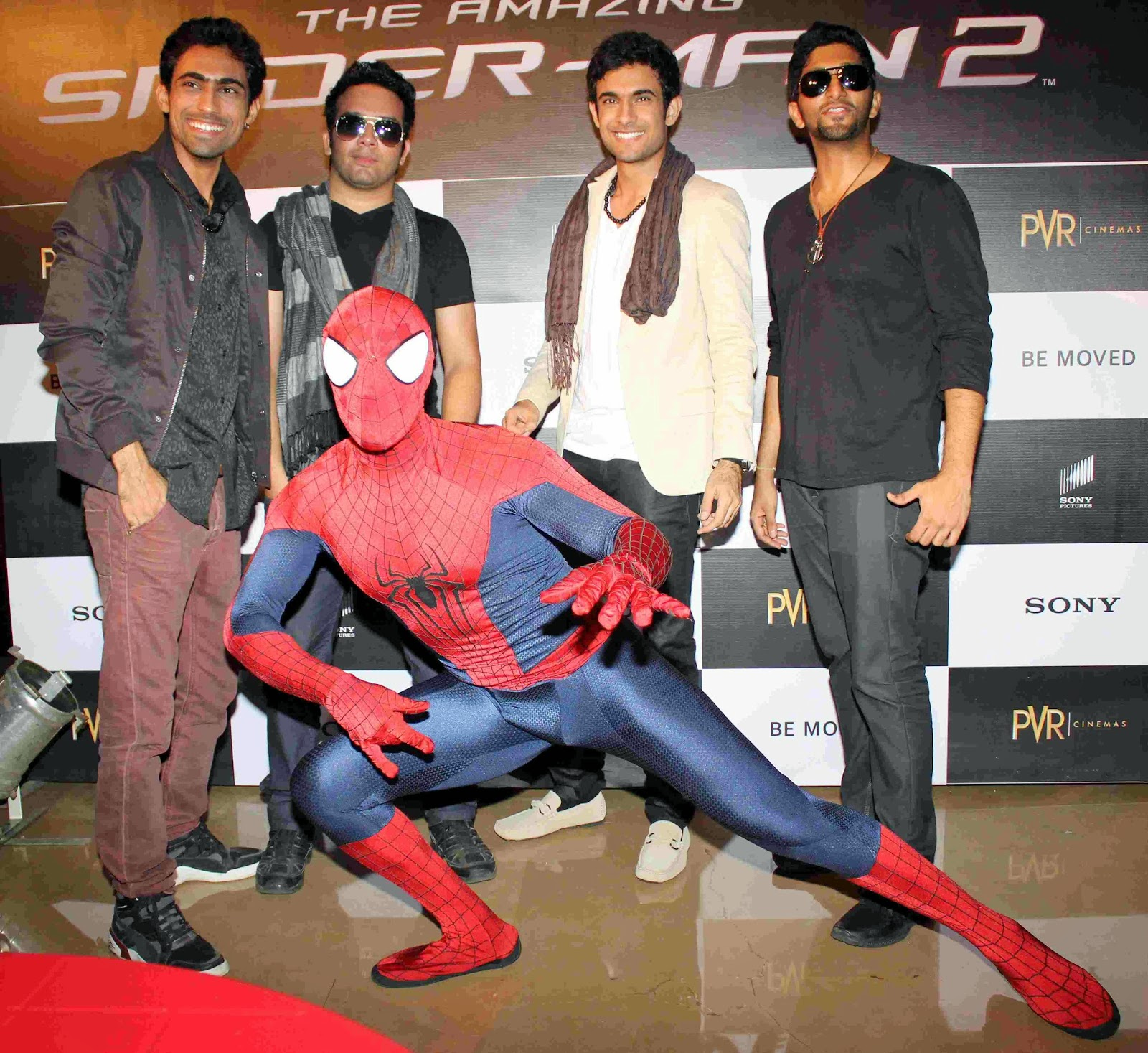 STARFRIDAY : Spiderman, B-Town Personalities and Live