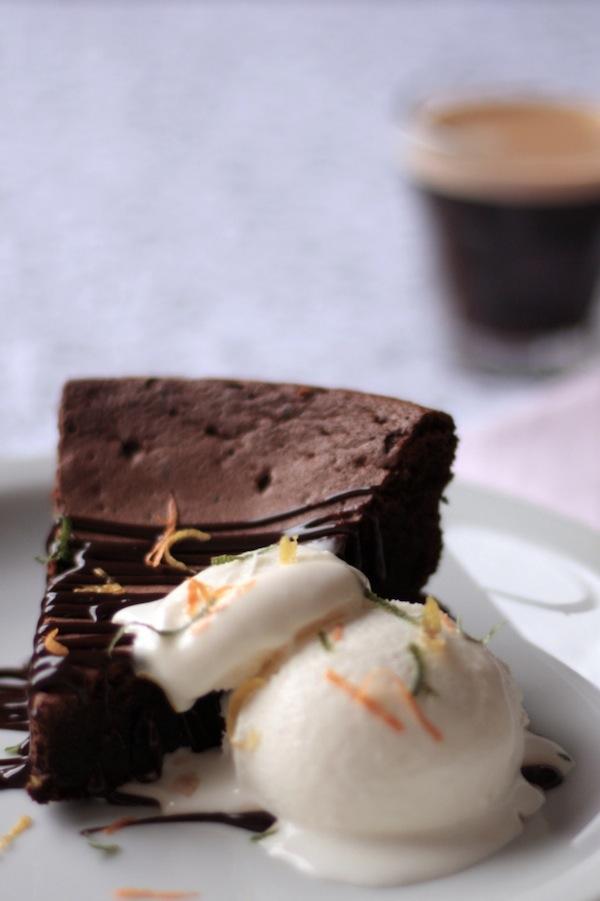 Ro Guaraz · torta de chocolate y café sin harina · 01