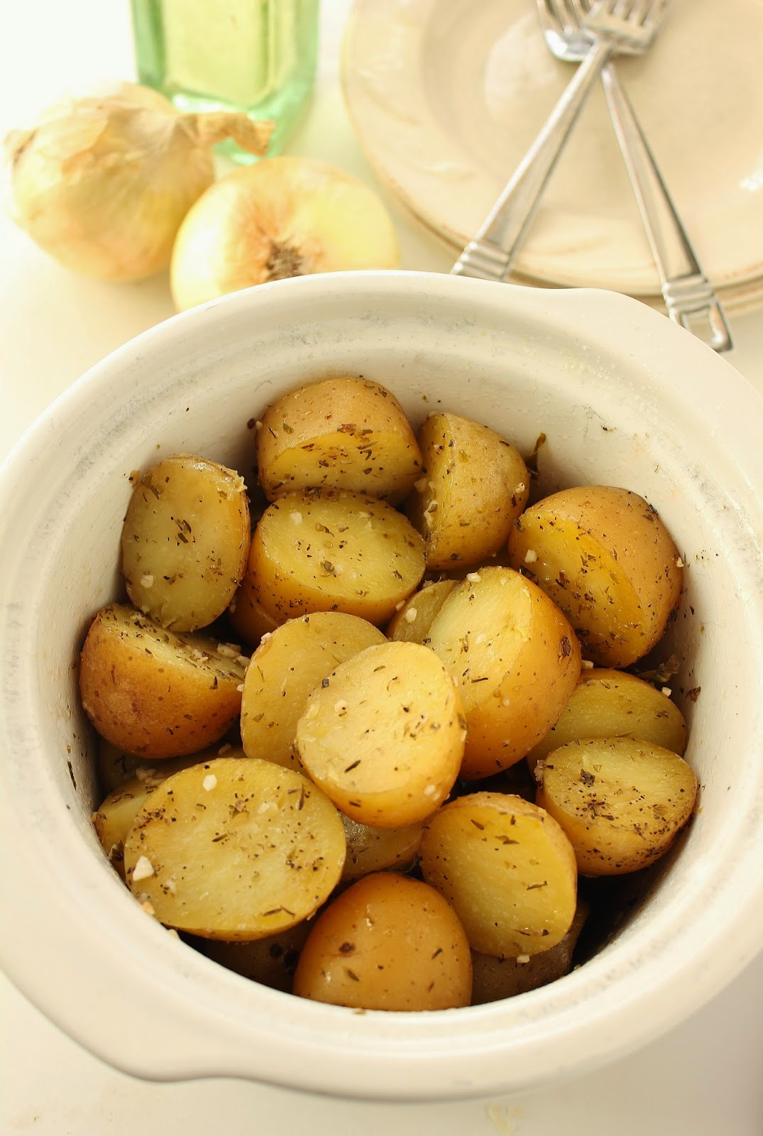 Slow Cooker Garlic Herb Potatoes