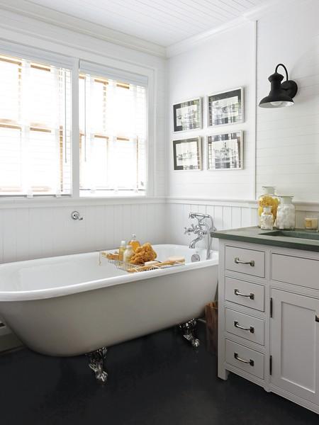 Traditional Cottage Bathroom Ideas 702 Hollywood: Beach C...