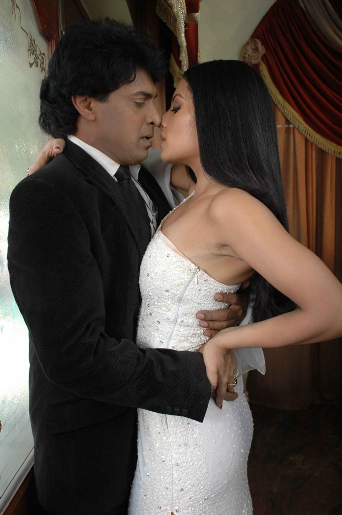 Selina Jetli Hot Photos http://bollywoodcream.blogspot.com/2011/06/celina-jaitley-in-south-srimathi-movie.html