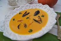 http://www.recettesgourmandesbykelou.com/2015/12/veloute-de-potiron-aux-moules-et-au.html
