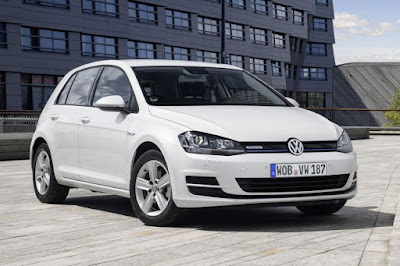 Volkswagen Golf BlueMotion TSI 5-Door (2015) Front Side