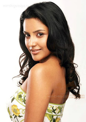 Tamil-Actress-Priya-Anand-Hot-Wallpaper