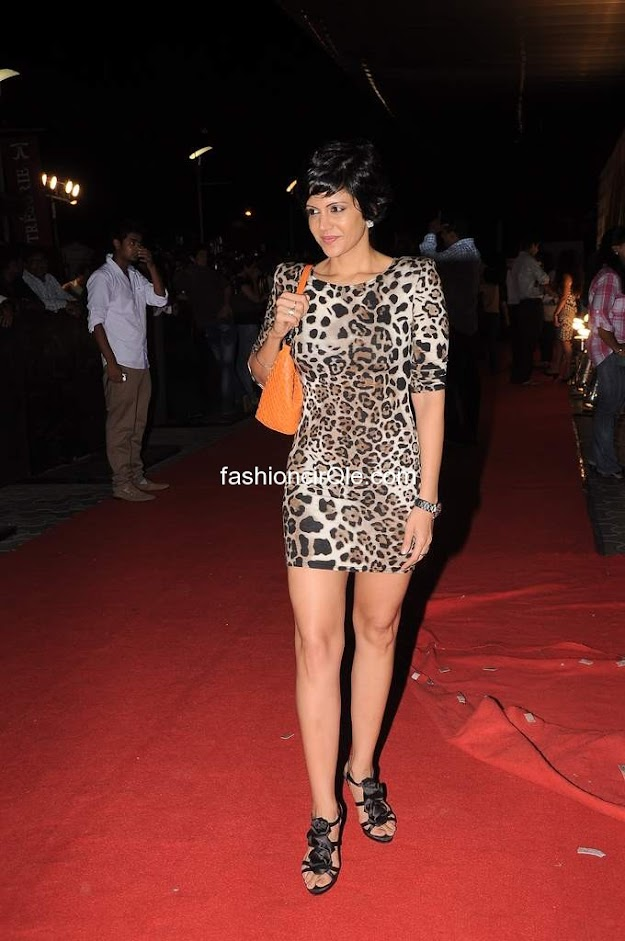 We love those sandals and the purse that mandira is carrying - (11) -  Celebs at Ferrari ki Sawari premiere