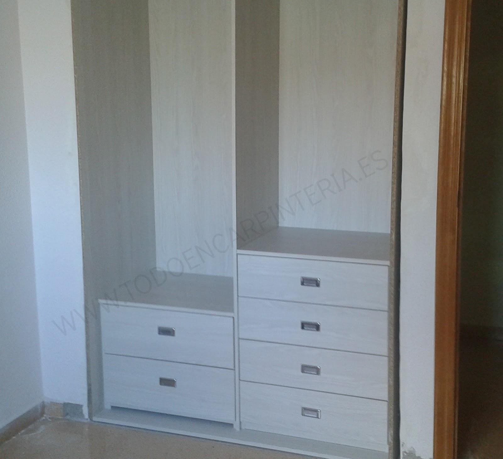 Interior de armario con cajoneras a distinta alturas - Cajoneras interior armario ...