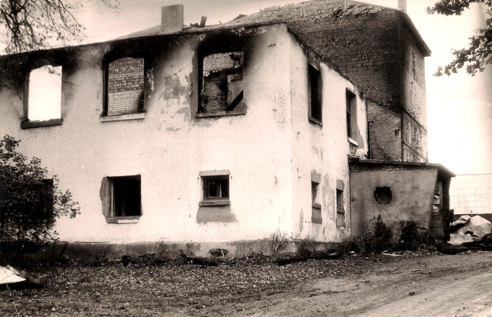 1986. g. 30. septembra naktī nodeg Valles kultūras nams , kur visu šo laiku atradās arī bibliotēka