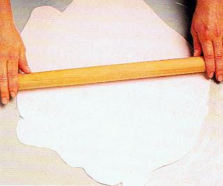 estirar pasta de goma con rodillo