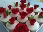 RED ROSES CUPCAKE