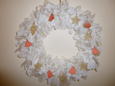 Making a DIY Christmas lace wreath with wooden tags by fabricandflowers | Sonia Spence