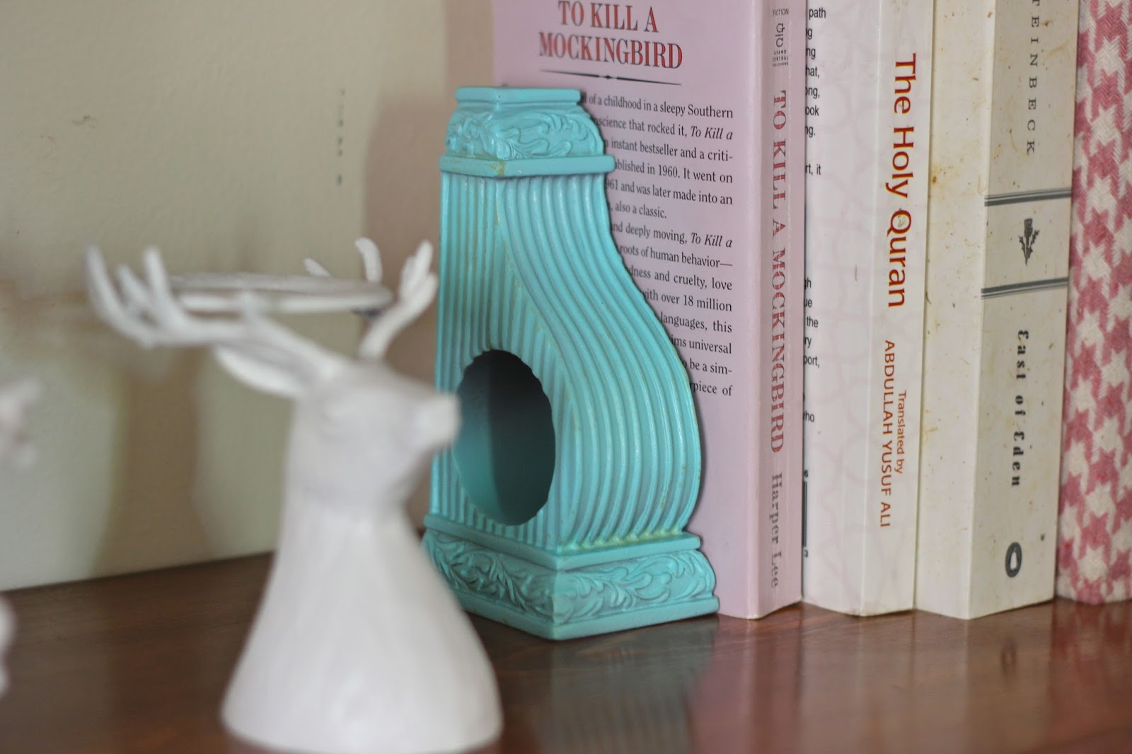 Dina's Days: DIY: Turn Curtain Rod Holders into Bookends
