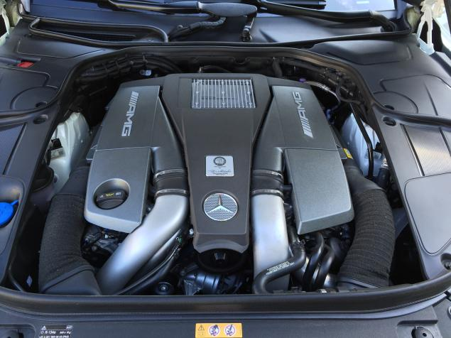 2015 Mercedes S63 AMG Coupe Supercar engine view