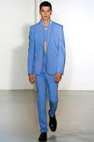 син мъжки костюм с едноредно закопчаване