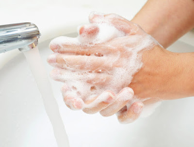 How to remove the bacteria from your hands naturally