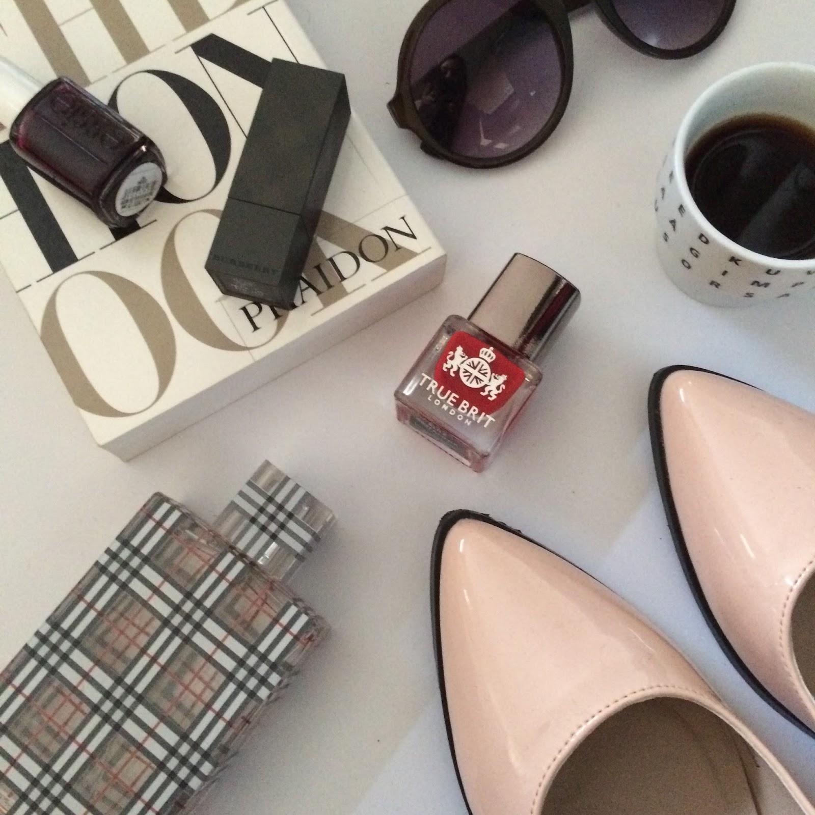 flat lay, fashion, beauty, make up, books, instagram, shoes