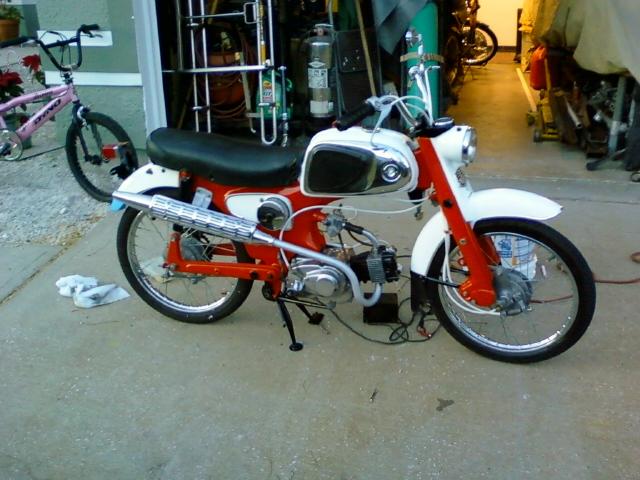 ί ό Honda C110 49cc