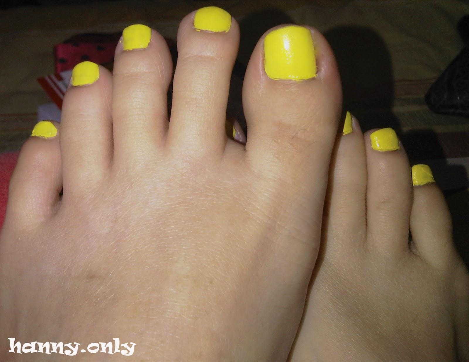 Маникюр педикюр желтый фото