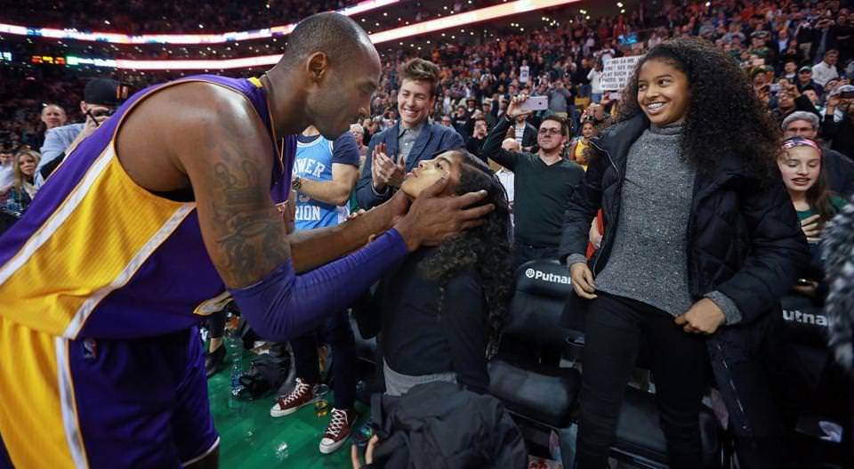 After the game ended, Kobe Bryant kissed his youngest daughter Gianna Maria-Onore, while his older daughter Natalia Diamante waited her turn