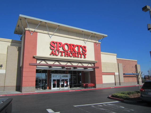 Elk Grove Shoplifter Pepper Sprays Employee, Gets Away With Merchandise