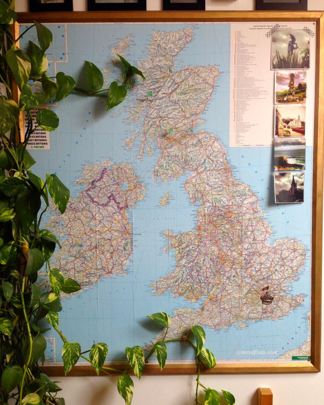 Landkarte mit Fähnchen