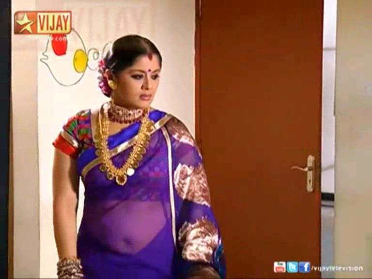 ... Show Judge Sudha Chandhran hot navel show in saree from Tamil serial