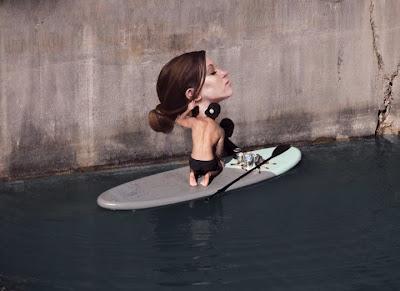mural realista de mujer integrado con el agua.