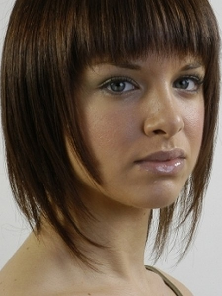 Il y a plusieurs coupes de cheveux avecfrange pour avoir un nouveau ...