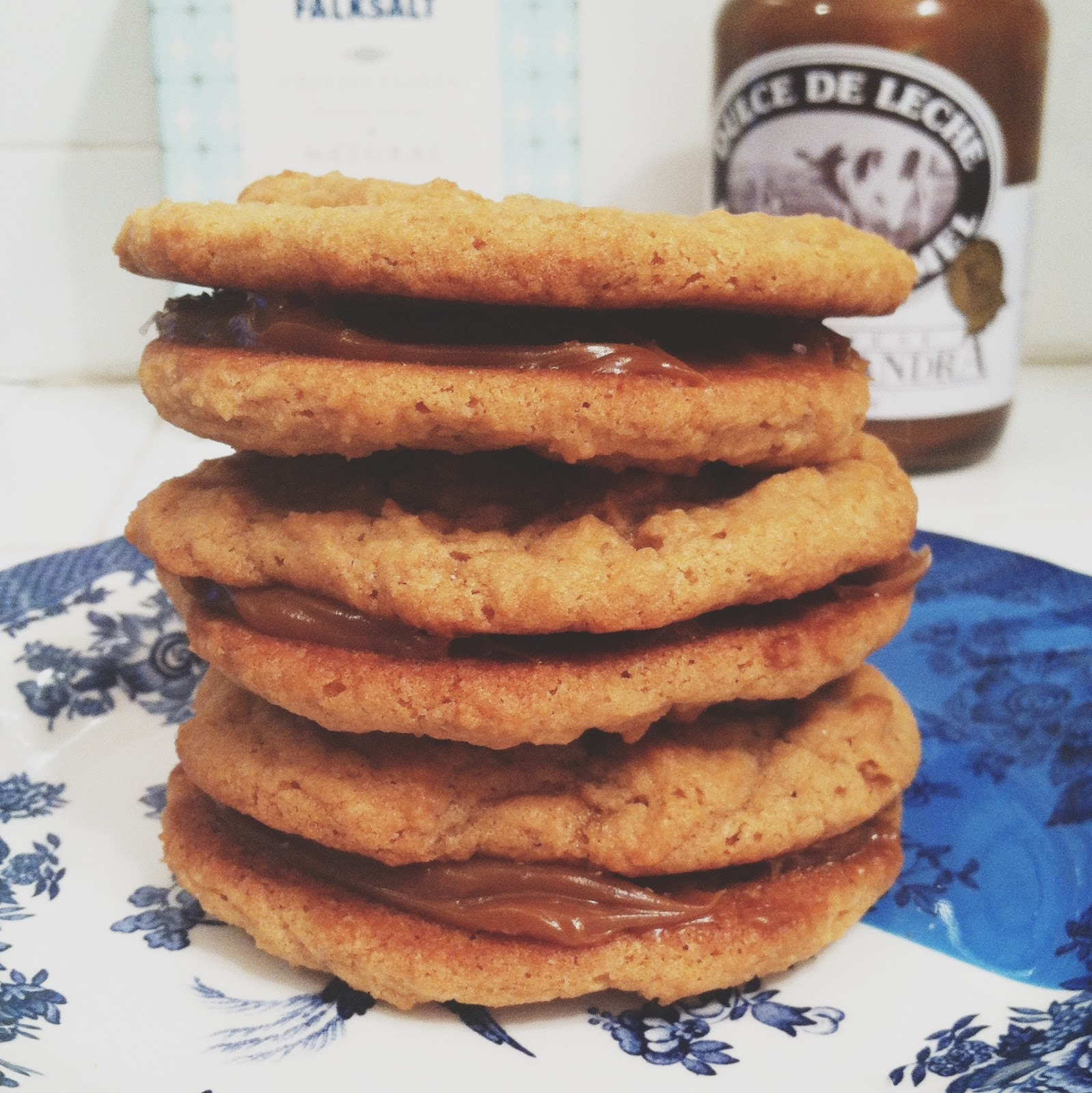 little kitchie: dulce de leche sandwich cookies