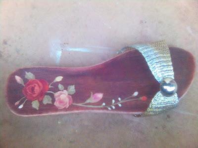 Kelom Lukis bunga,kelom etnik,kelom batik,kelom geulis,sandal,kelom,kelom geulis bunga