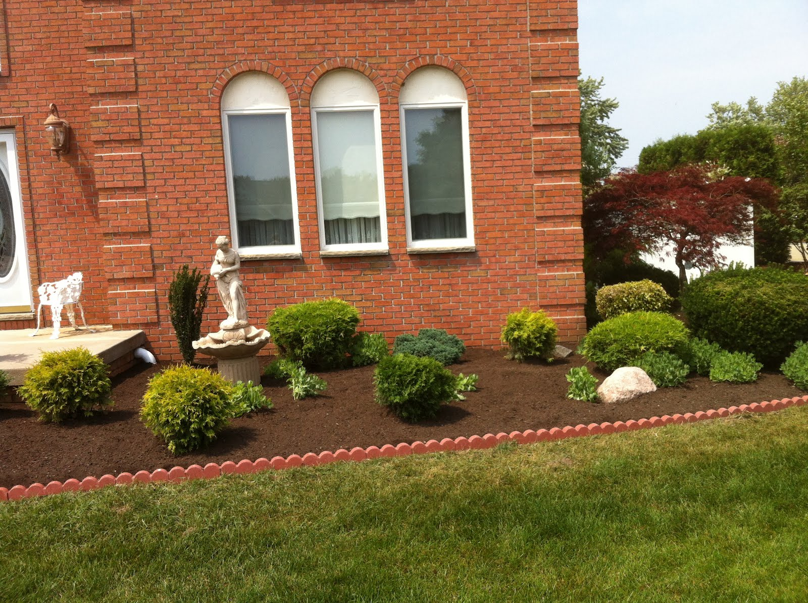 Curb appeal front beds greenknight landscaping for Curb appeal landscaping