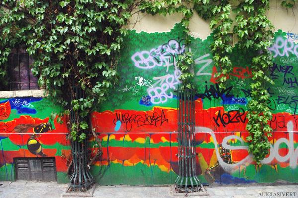 aliciasivert, alicia sivertsson, street art, graffiti, gatukonst, klotter, tags, bussels, bruxelles, bryssel, stencil, schablon, hus, building